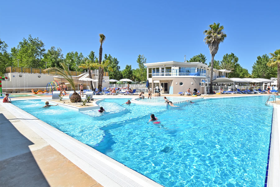 campsite with swimming pool sete.