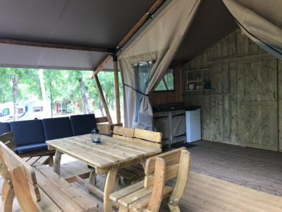 een ingerichte tent huren op de camping in de dordogne