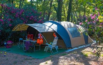 wasserrutschen auf dem campingplatz westkorsika